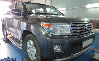 Toyota Land Cruiser 200 2013 г.в. 235 л.с. 615 Нм